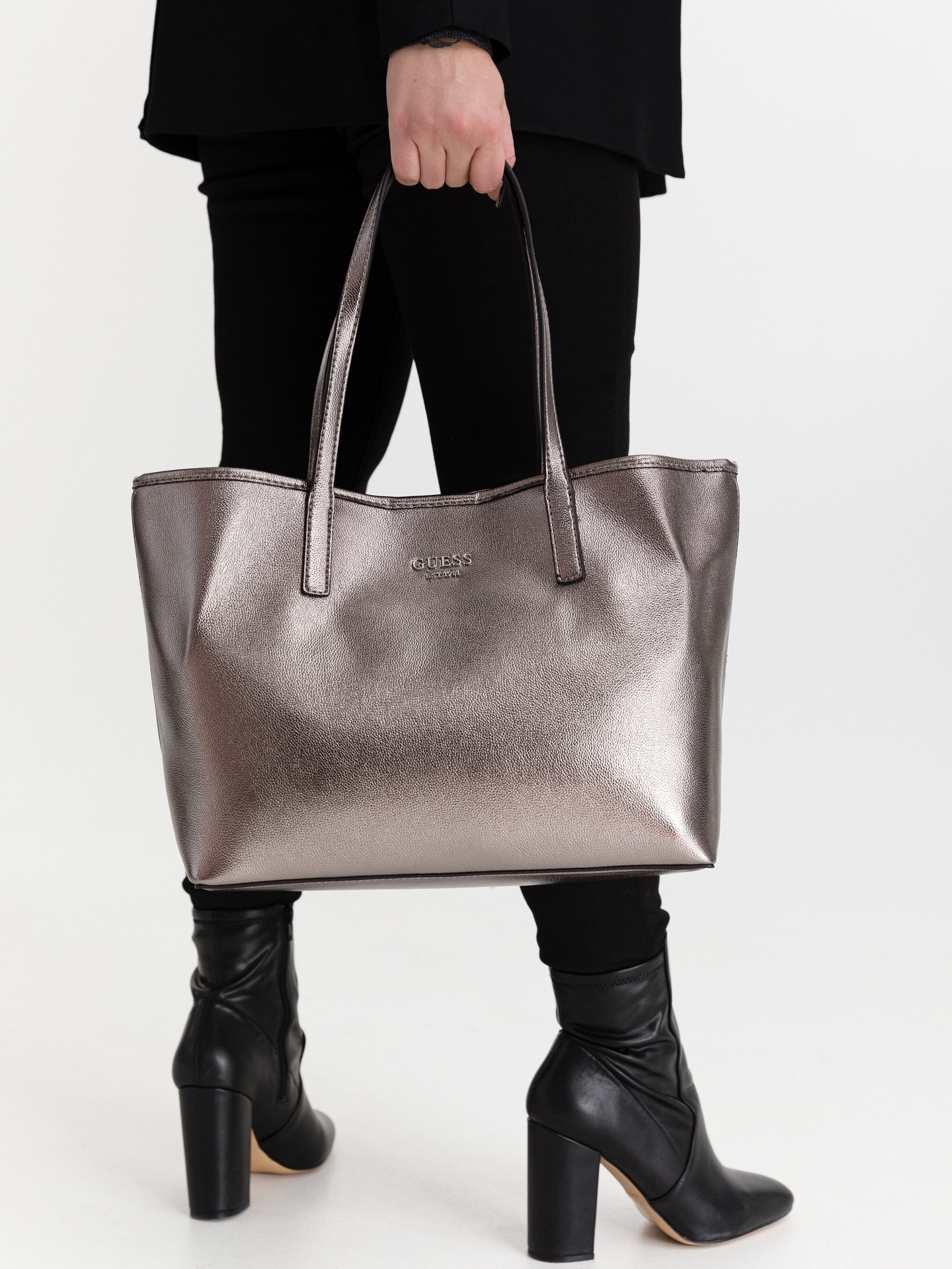 Guess сребърна дамска чанта Vikky