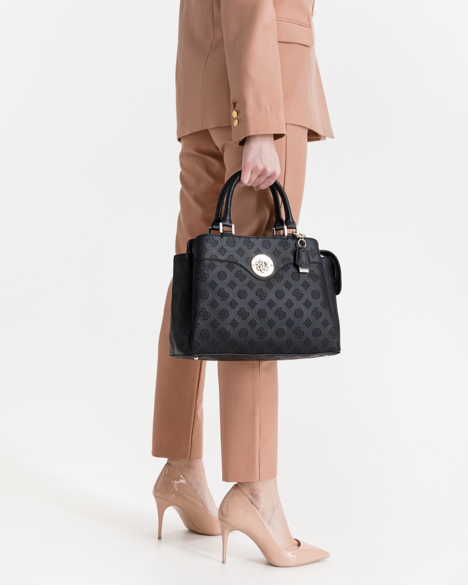 Guess черна дамска чанта Dayane