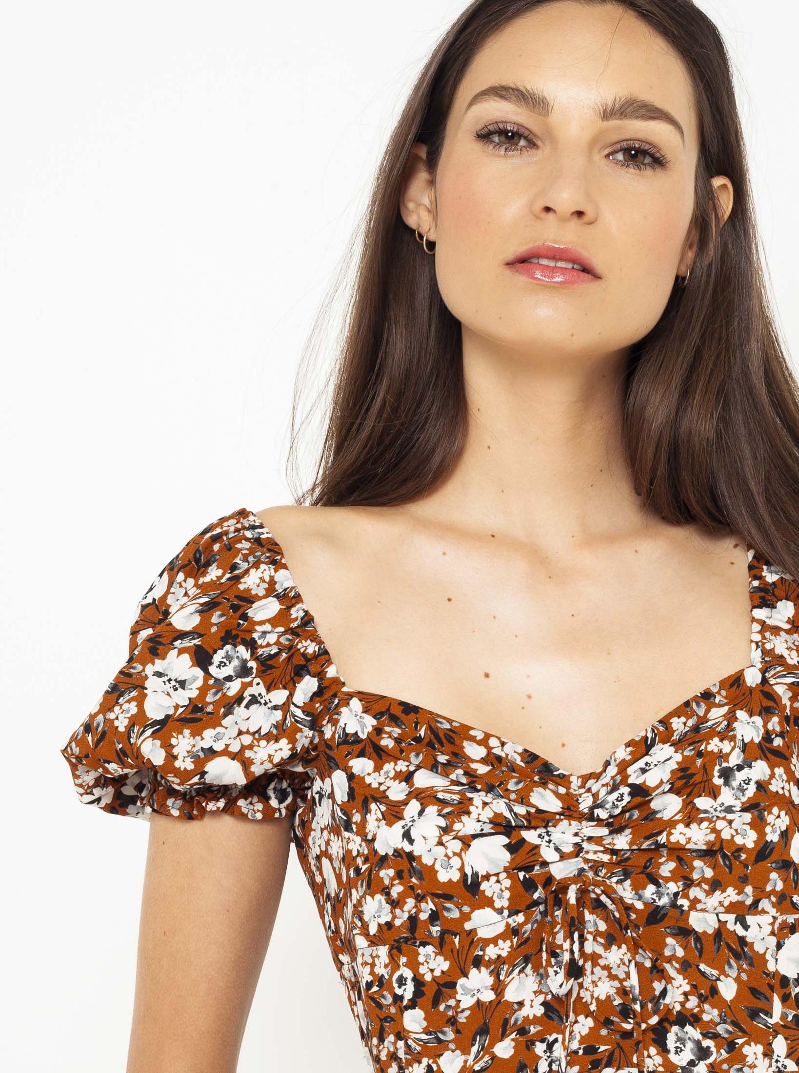 CAMAIEU кафява блуза с флорален мотив
