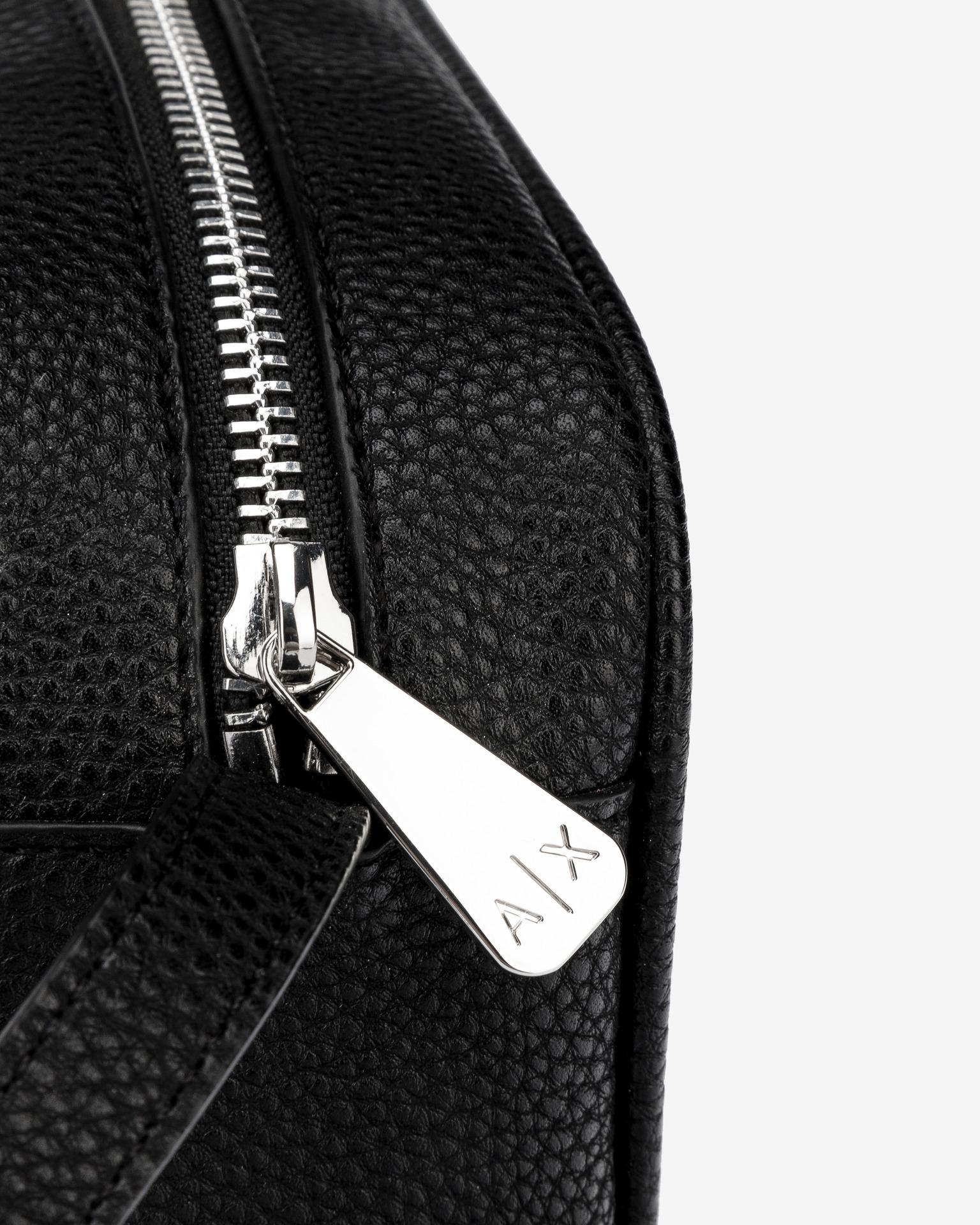 Armani Exchange черна crossbody чанта