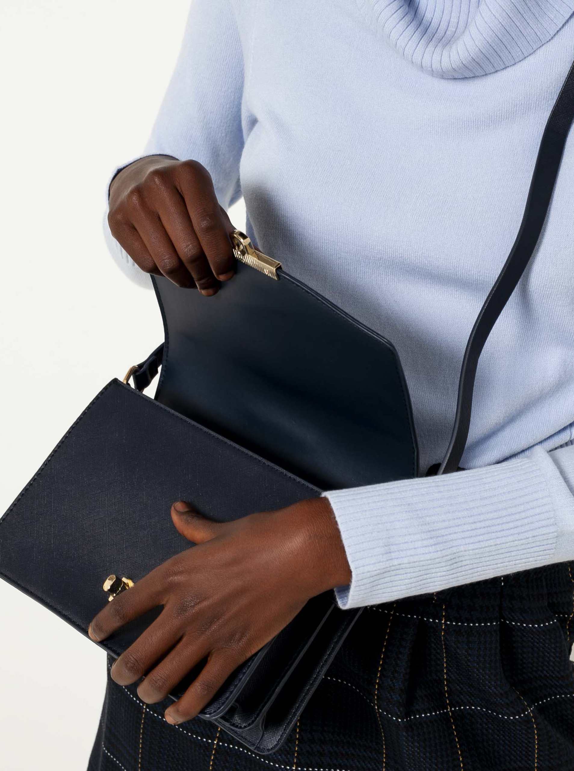Черна чанта през рамо CAMAIEU