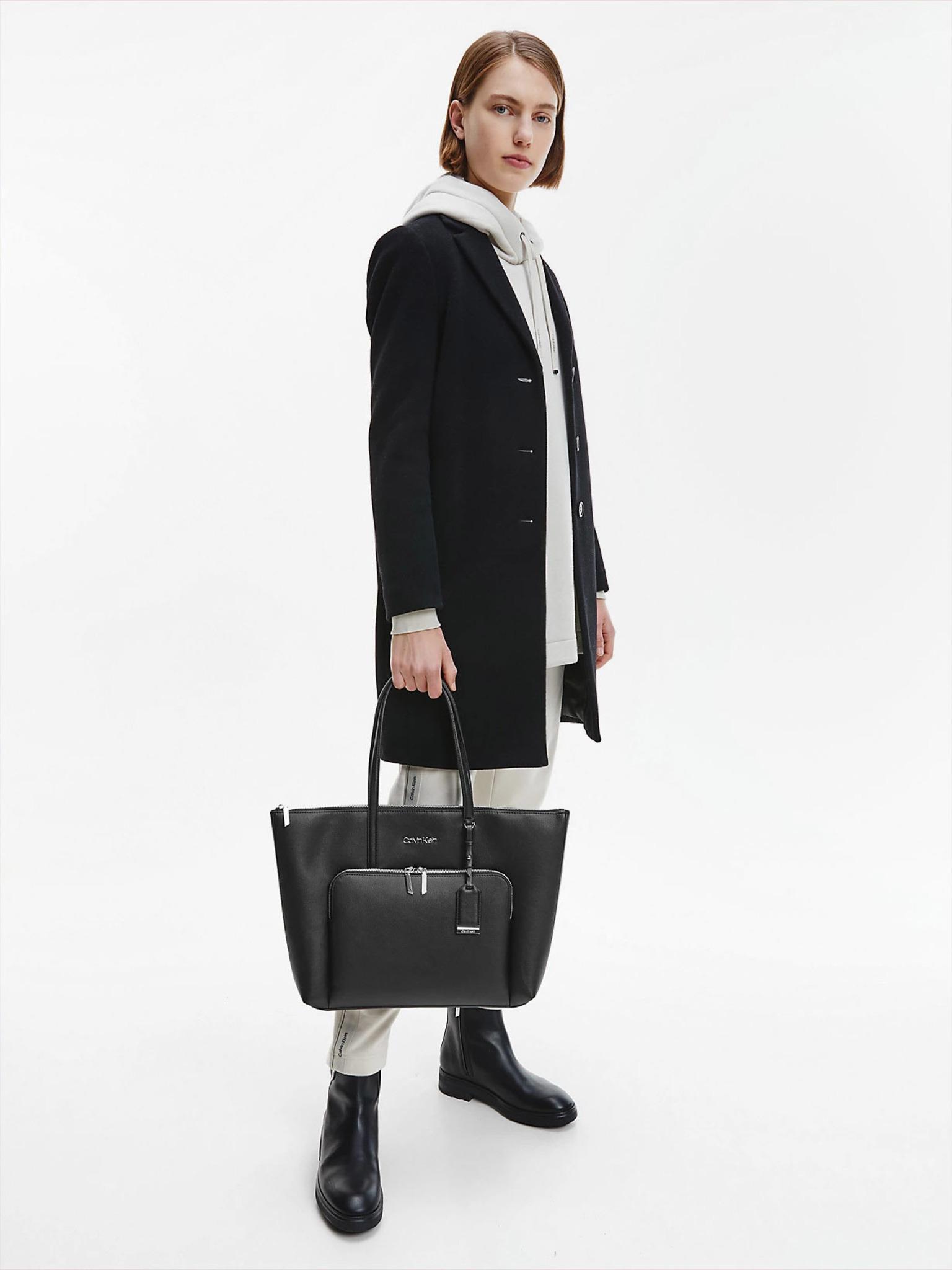 Calvin Klein черна купувач Must