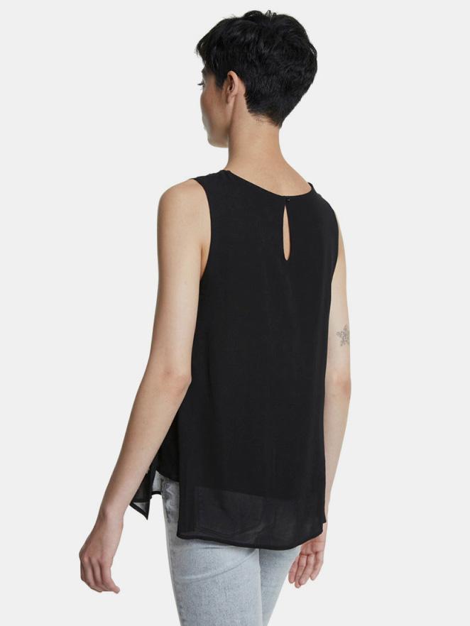 Блуза с черни шарени