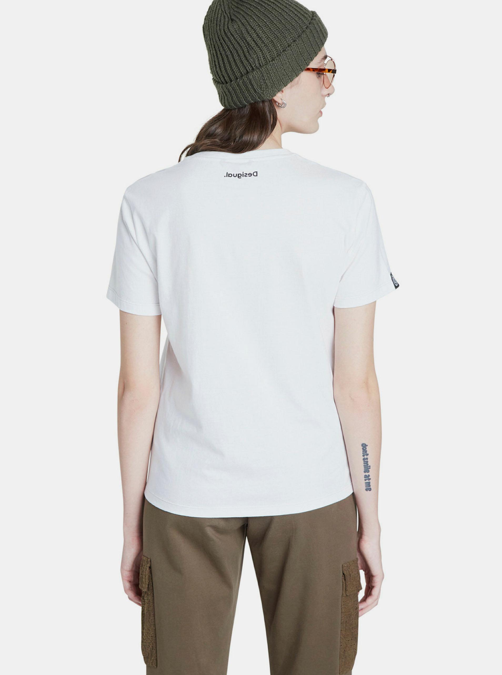 Бяла тениска с дизайнерски принт